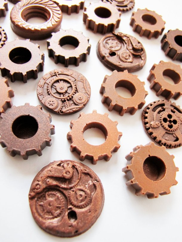Wait, even chocolat comes in steampunk now? My day is made! Thank you TheFrostedPetticoat!