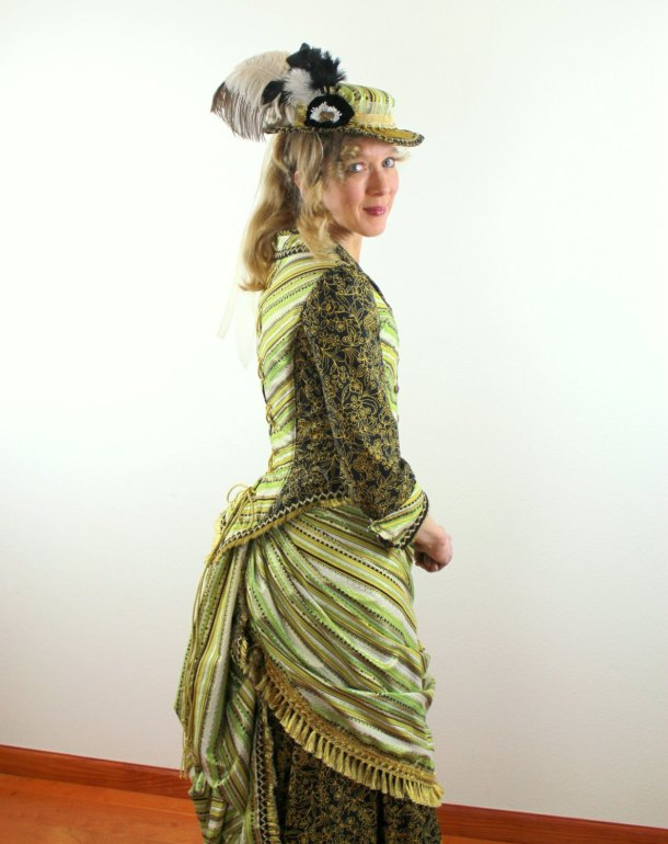Steampunk does not always have to be brown. Sometimes, it can be a gorgeous green, like this outfit by Patrician Designs Etc.