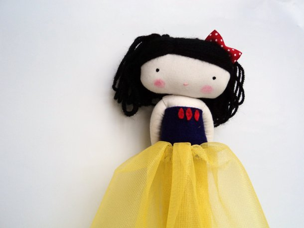 Isn't she just precious? This Snow White rag doll will make a great escape companion. She's made by lassandaliasdeana